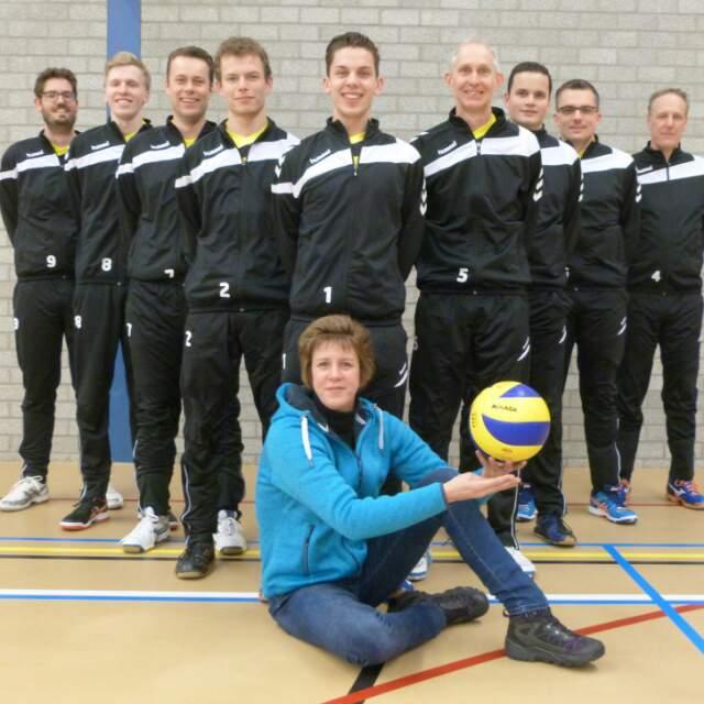 Sport- en Dierenshop Woudenberg/Heren 3 in linkerrijtje