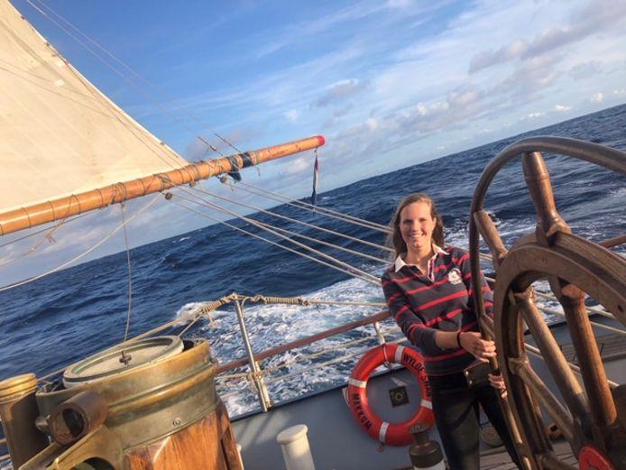 Emma van Kampen (MA1) zeilt door Corona noodgedwongen de oceaan over